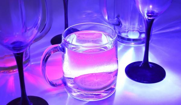 Bebida fluorescente - Cachaça Ice
